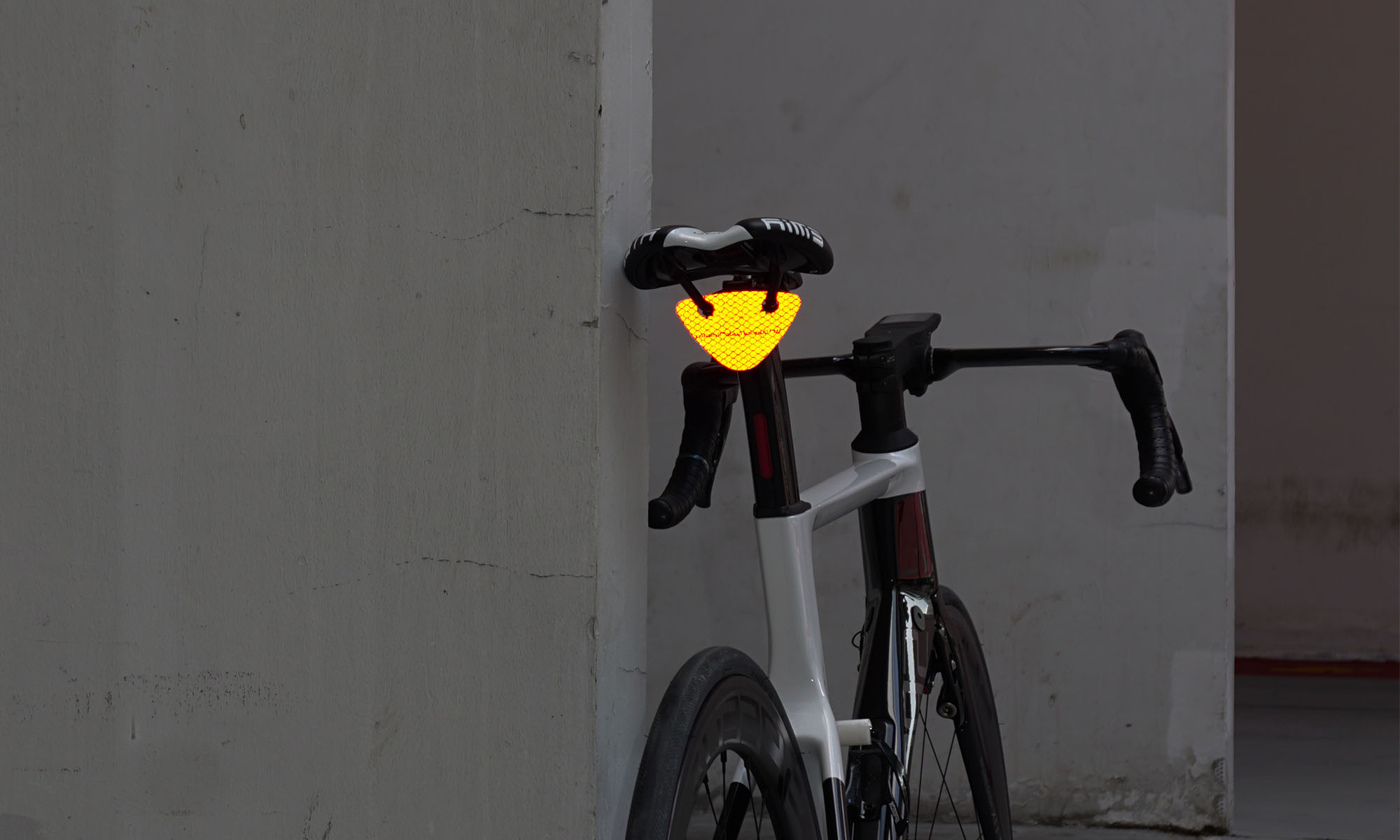 When the bicycle light dies, Blincclip shines